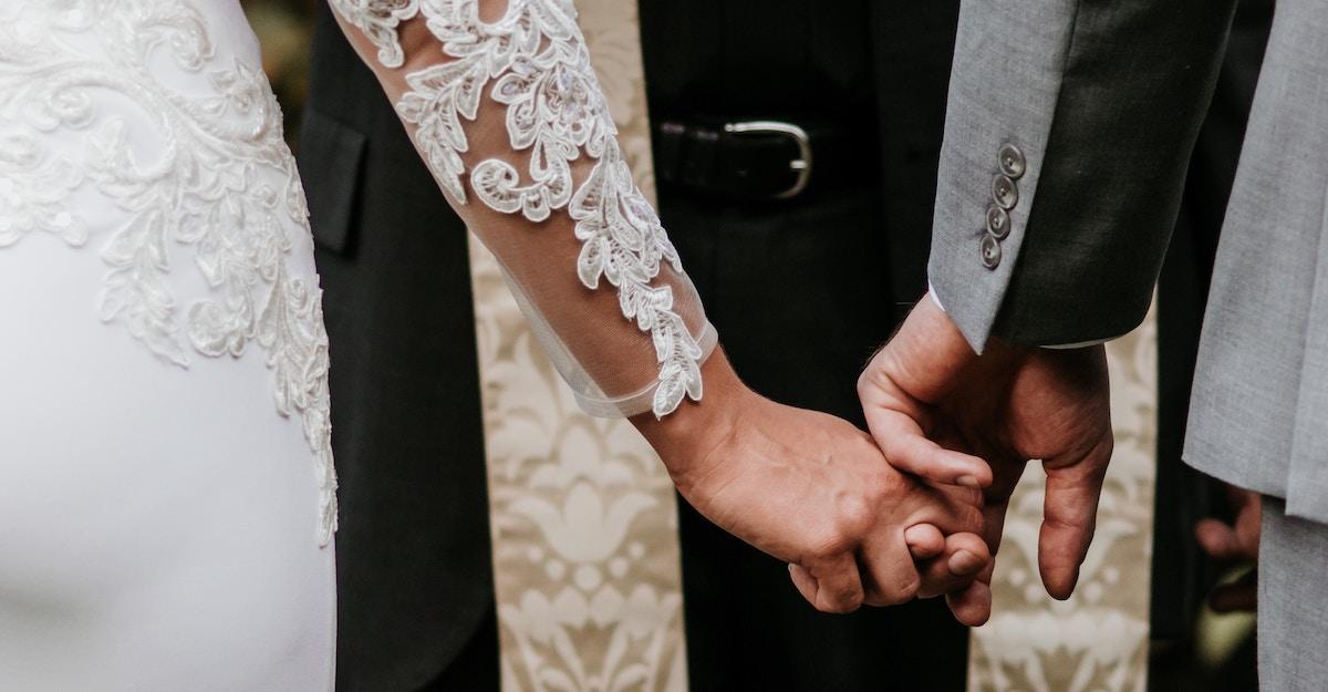 Para casarse, mejor no esperar mucho
